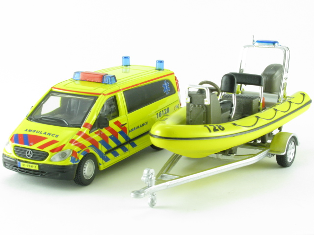 Mercedes-Benz Vito Ambulance met boot
