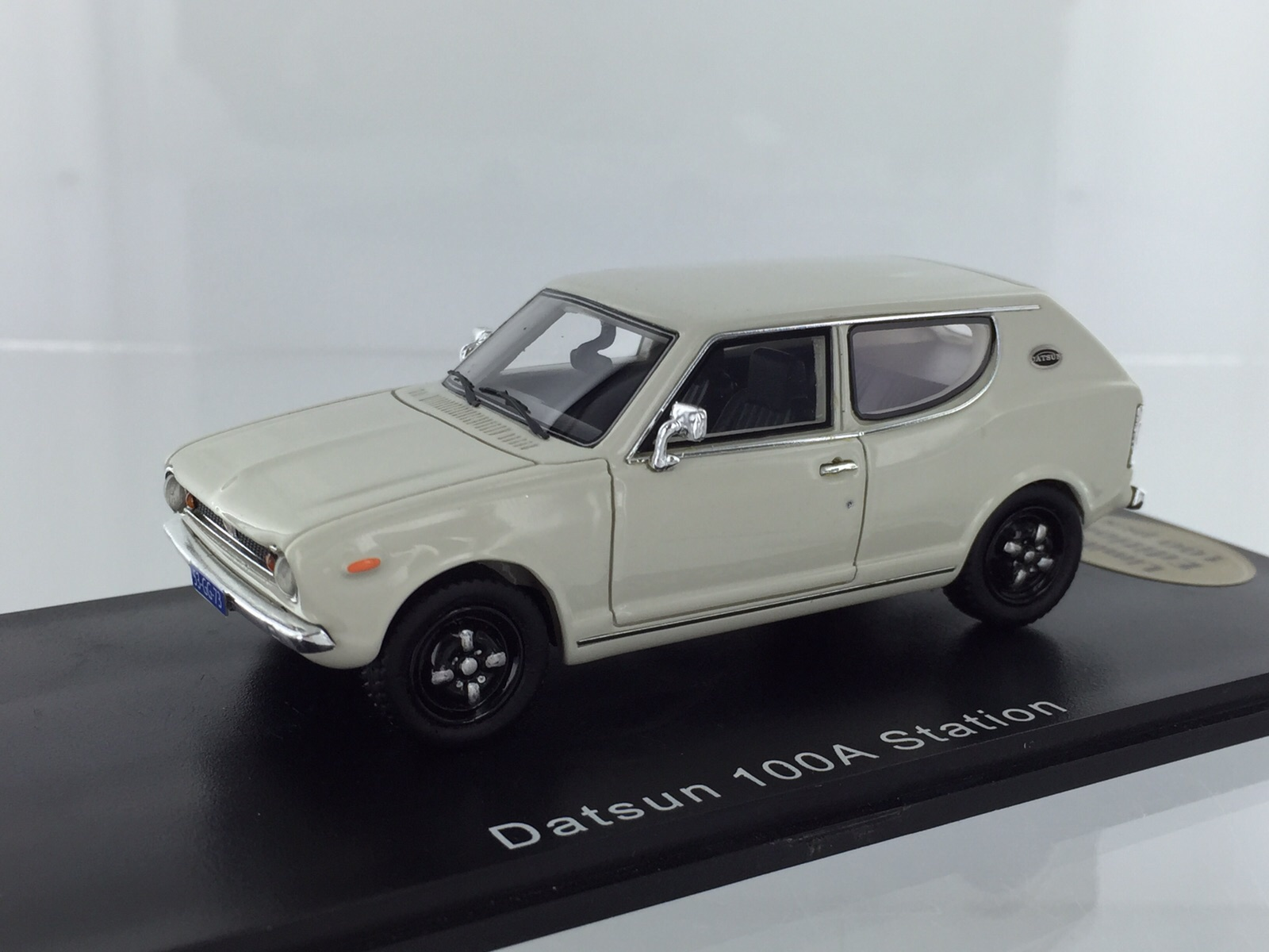 Datsun 100a Station White