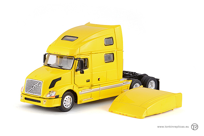 Volvo VNL730 Sleeper Cab 6x4 Yellow