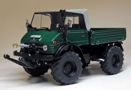 Unimog 406 with Soft-top Mos Green